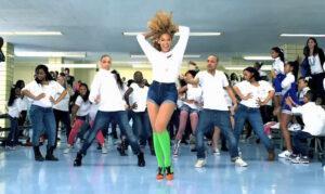 Beyoncé ensaya con su cuerpo de baile